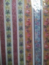 Virág mintás öntapadós domború matricacsík dekorgyöngyökkel