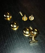 Fém dísz - Aranyozott fém bütykök